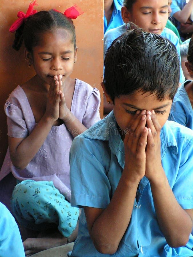 Gebet der Kinder stockbilder
