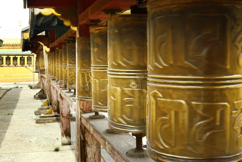 Gebet drehen herein buddhistisches Kloster stockfotos