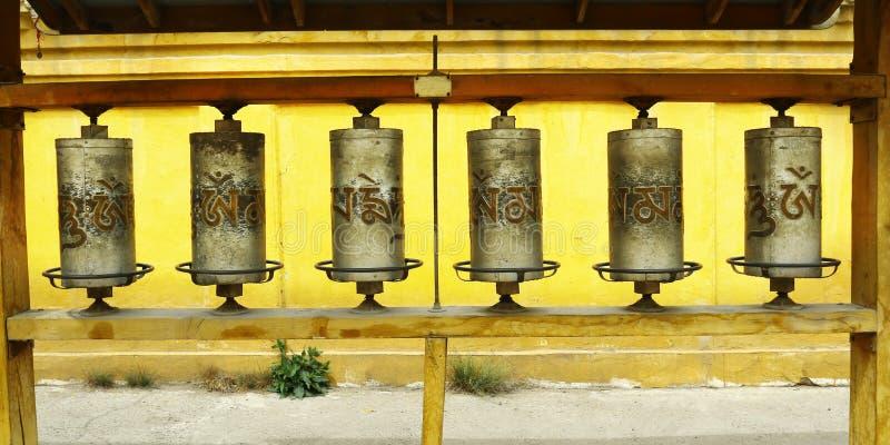 Gebet drehen herein buddhistisches Kloster lizenzfreies stockbild