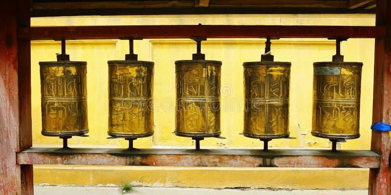 Gebet drehen herein buddhistisches Kloster lizenzfreie stockfotografie