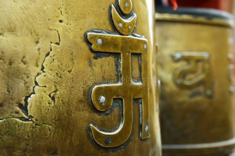 Gebet drehen herein buddhistisches Kloster lizenzfreie stockfotos