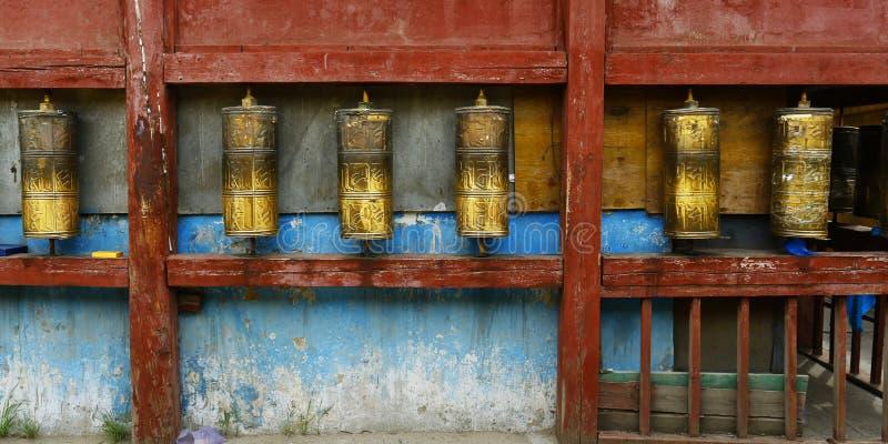 Gebet drehen herein buddhistisches Kloster stockfotografie