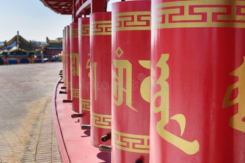 Gebet dreht herein buddhistischen komplexen goldenen Wohnsitz von Buddha Shakyamuni Elista Russland lizenzfreies stockfoto