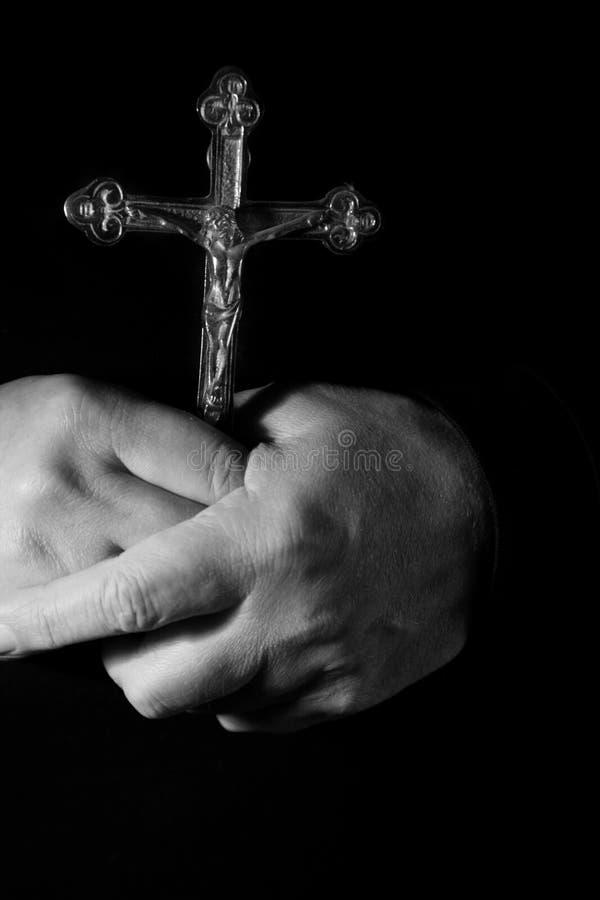 Gebet mit Kreuz stockbilder