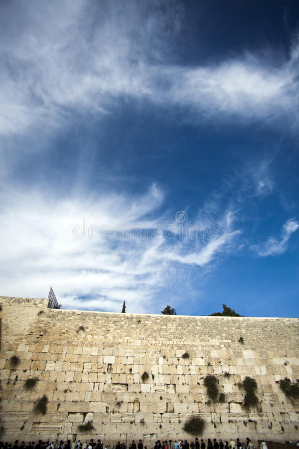 Gebete an der Klagemauer lizenzfreies stockbild