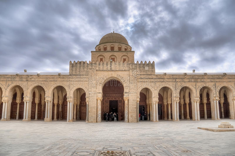 Gebethalle der großen Moschee in Kairouan stockfotografie