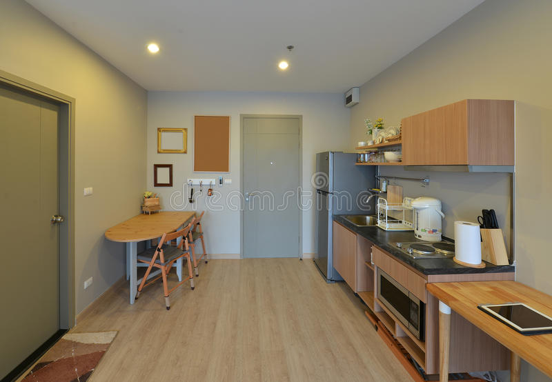 Gebied en de decoratie van de luxe het moderne keuken op flat