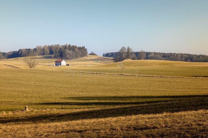 Gebied met hut dichtbij Weilheim Beieren Duitsland royalty-vrije stock foto's