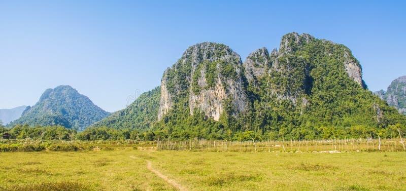 Gebieden en bergen in vanvieng lao royalty-vrije stock afbeeldingen