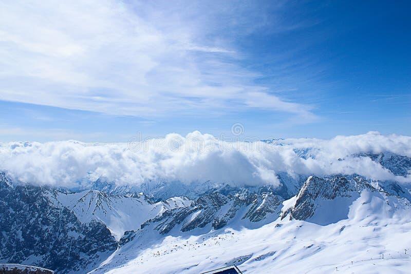 Gebirgsabdeckung mit einem Schnee in Deutschland lizenzfreies stockfoto