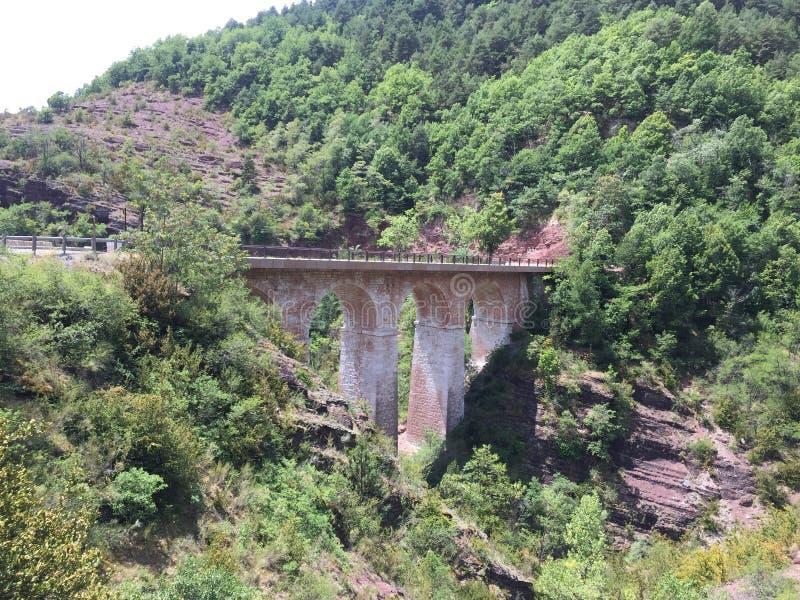 Gebirgsbrücke lizenzfreie stockbilder