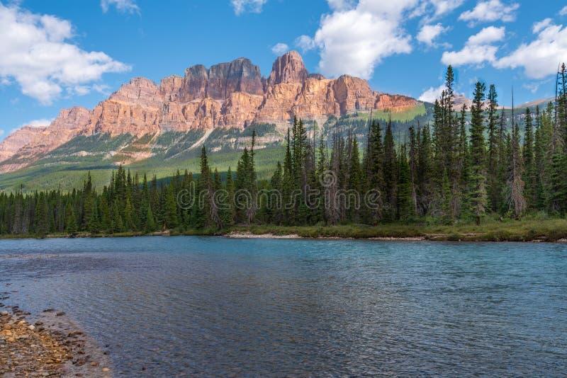 Gebirgseinfassung Bogen-Tal in Banff lizenzfreie stockfotos