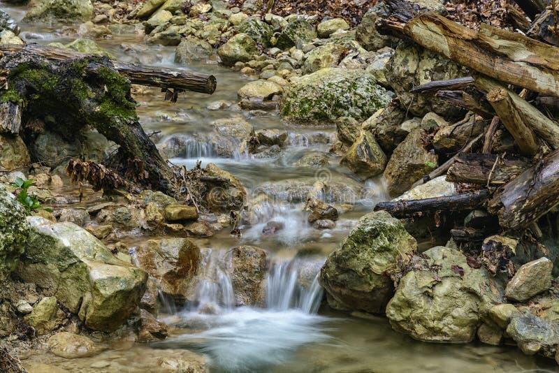 Gebirgsfluss-Nebenfluss bei Grand Canyon, Krim stockbild