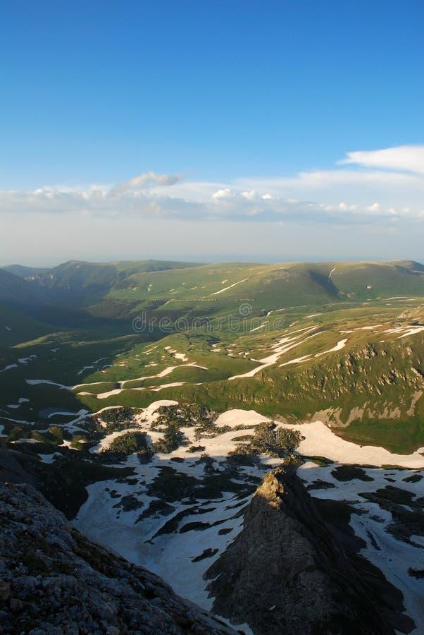Download Gebirgslandschaft stockfoto. Bild von berg, oberseite - 12203306