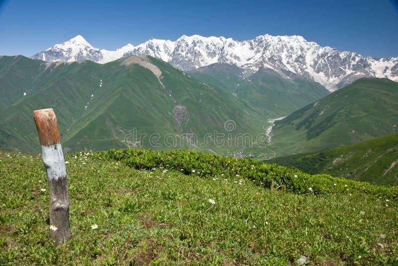 Download Gebirgslandschaft stockbild. Bild von outdoor, schnee - 27728985