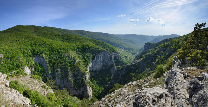 Gebirgslandschaft in der Krim-Schlucht stockfotos