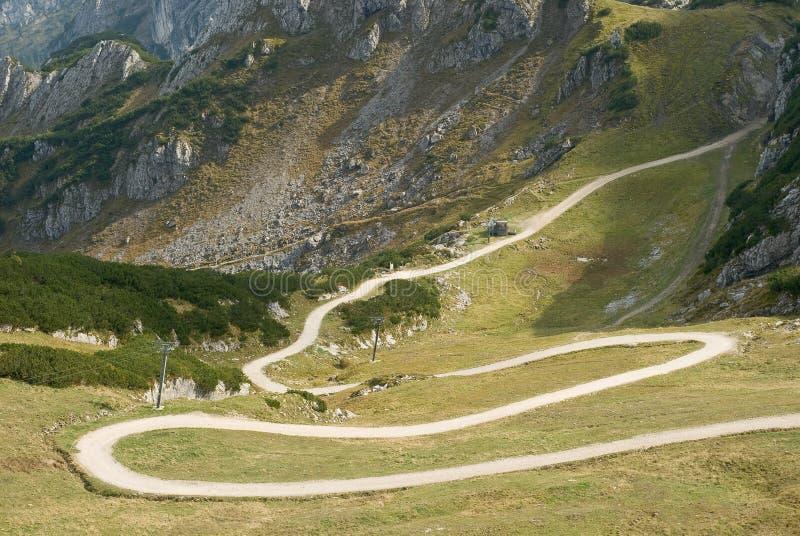 Gebirgslandschaft mit Wicklung-Spur stockfoto
