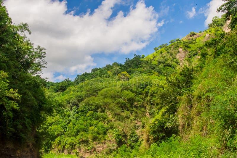 Gebirgslandschaft Supang Uwak vom Sapang-Fluss stockbild