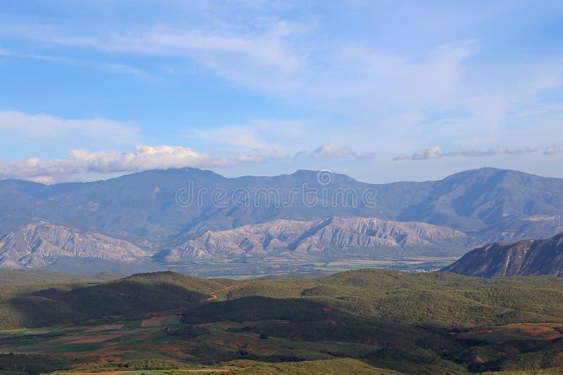 Gebirgslandschaft vom caribean Paradies stockfotos