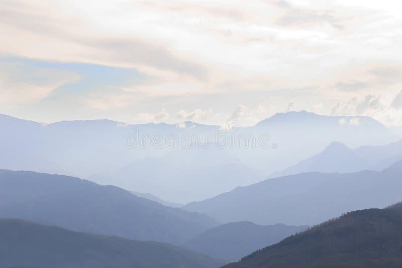 Gebirgslandschaft vom karibischen Paradies lizenzfreies stockbild