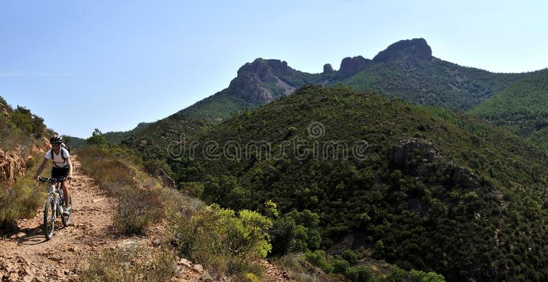 Gebirgsmassiv de l radfahrender Esterel, Provence, Frankreich lizenzfreies stockbild