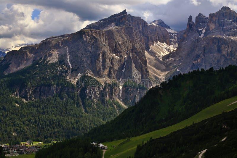 Gebirgsmassiv Sella Ronda von Passo Gardena stockfotografie