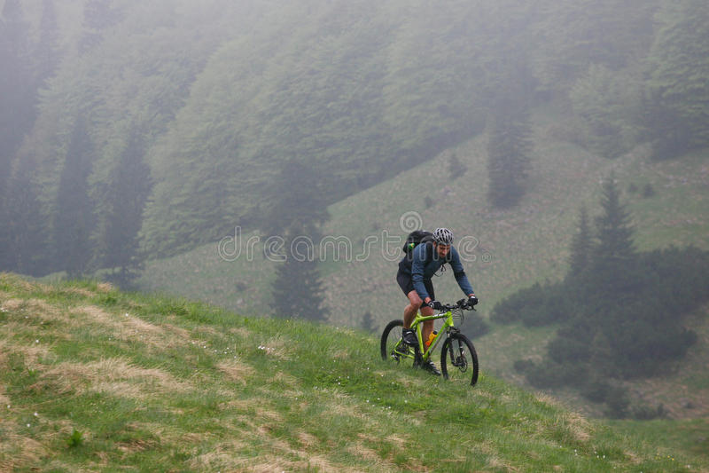 Gebirgsradfahrender Frühling lizenzfreies stockfoto