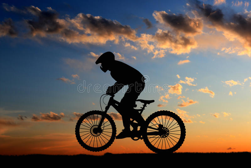 Gebirgsradfahrer stockbilder