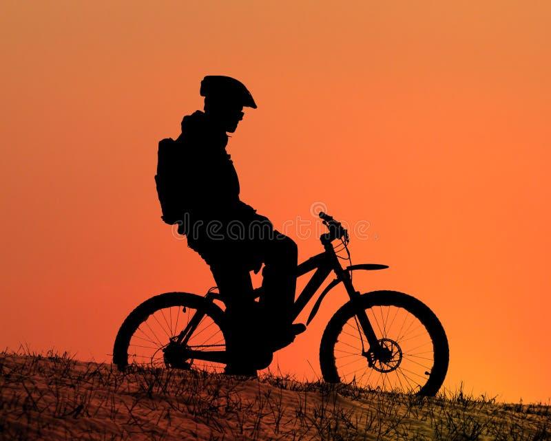 Gebirgsradfahrer stockfotos