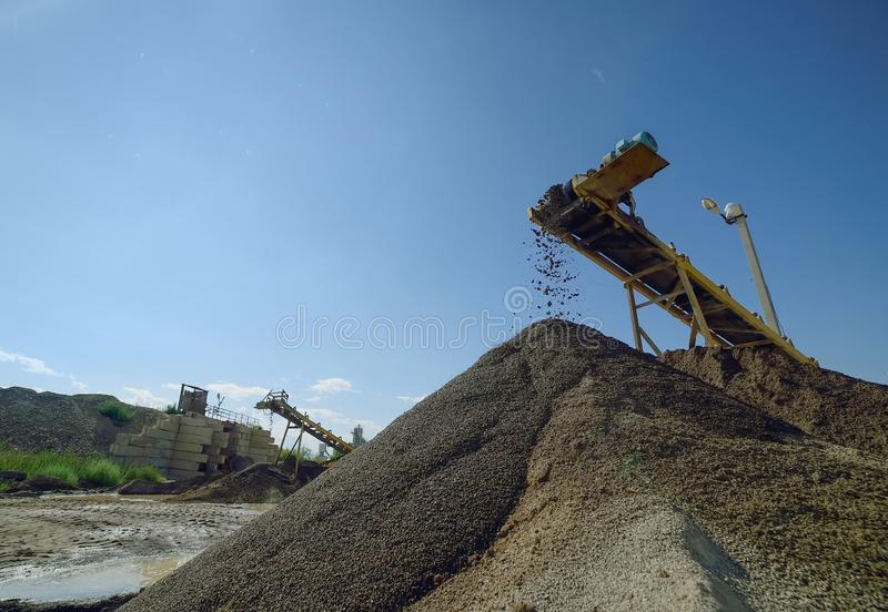 Gebirgsschutt und -stein in einem Bergbausteinbruch stockfoto