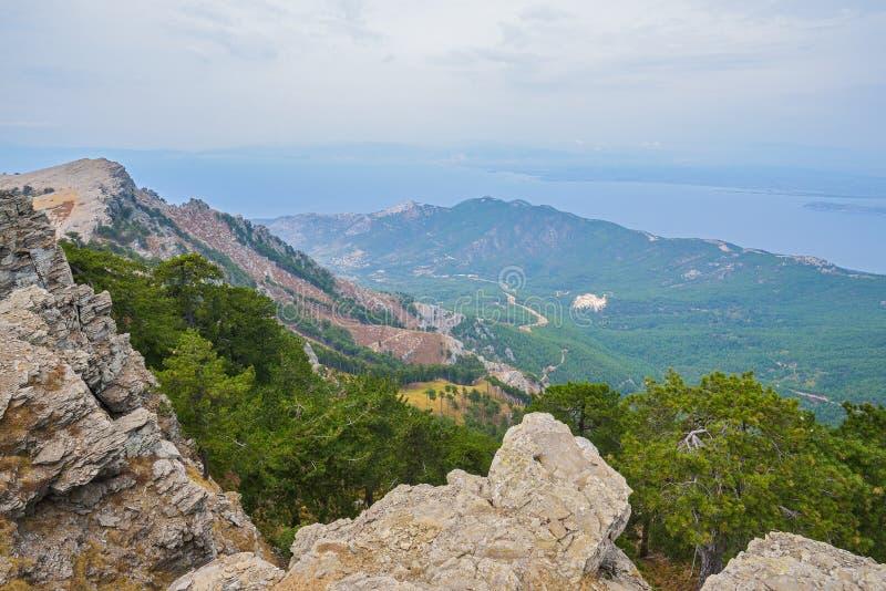 Gebirgsseite der Thassos-Insel, Griechenland lizenzfreie stockbilder