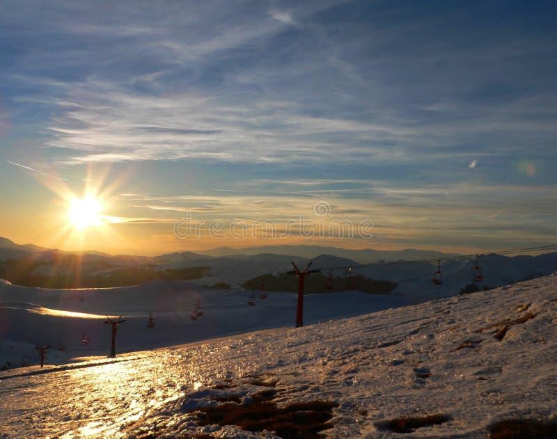 Gebirgssonnenuntergang in Winterzeit II lizenzfreies stockbild