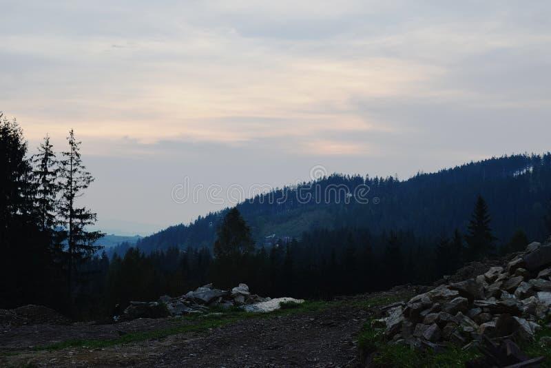 Gebirgssonnenunterganglandschaft stockbilder