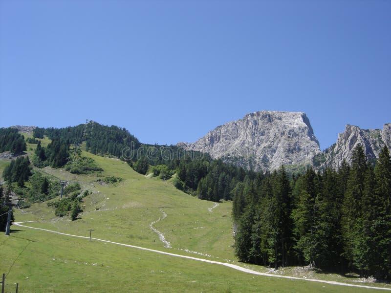 Gebirgsspitze in den Alpen lizenzfreie stockbilder