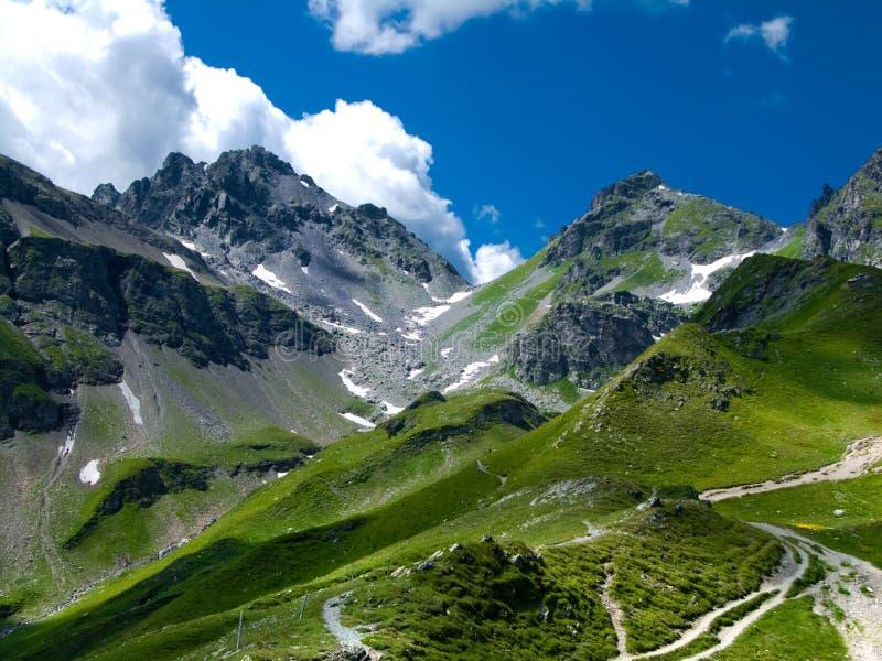 Gebirgsspur in die Schweiz-den Alpen stockfotografie
