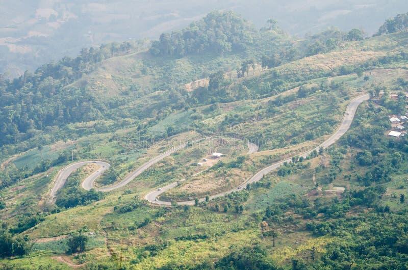 Gebirgsstraßenkurve im phetchabun Thailand lizenzfreies stockbild