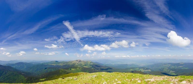 Gebirgszüge der Ost-Karpaten, Ansicht vom Berg Hoverla stockfotografie
