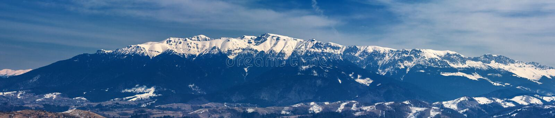 Gebirgszug im Winter, Bucegi-Berge, Rumänien stockfotografie
