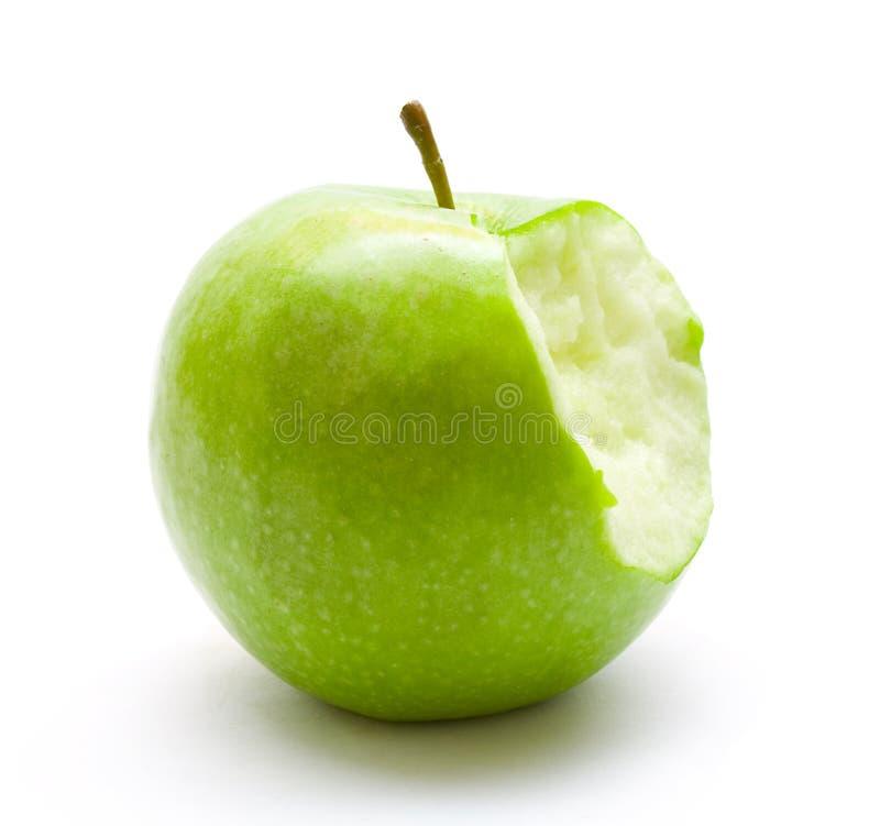 Gebissener grüner Apfel stockfoto