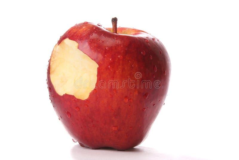 Gebissener roter Apfel stockfotos