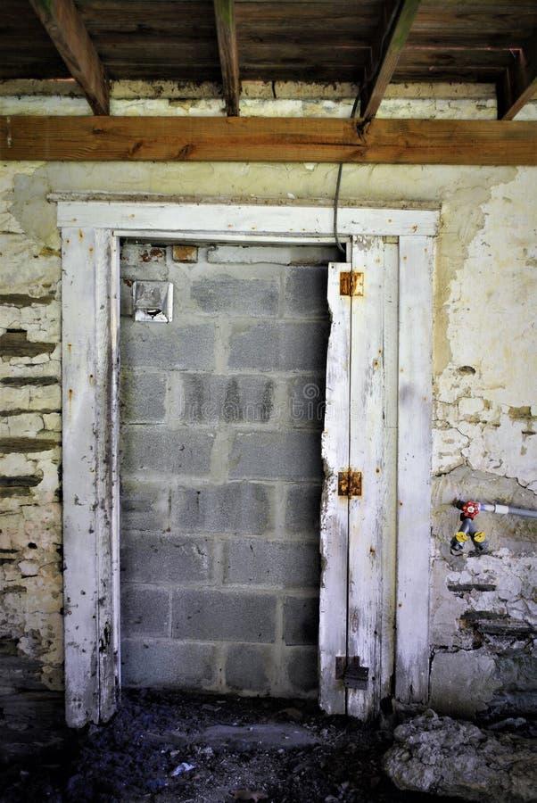 Geblokkeerde deuropening stock afbeeldingen