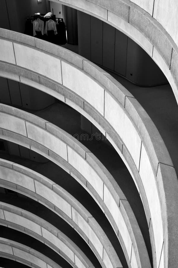 Gebogen balkons stock afbeelding