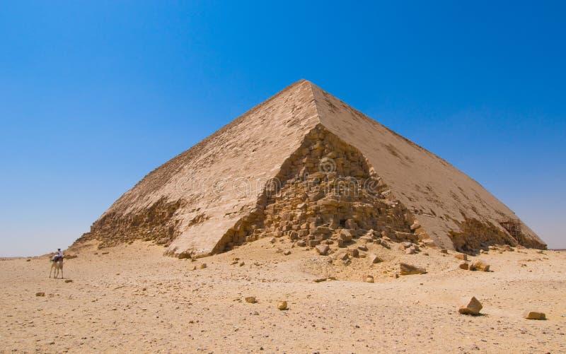 Gebogen piramide in Dahshur, Kaïro, Egypte stock afbeeldingen