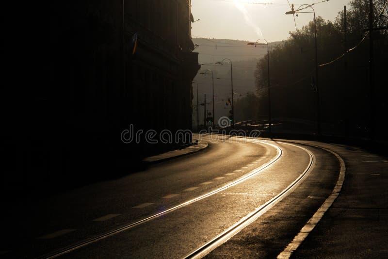 Gebogene Straße morgens in Sarajevo stockfotografie