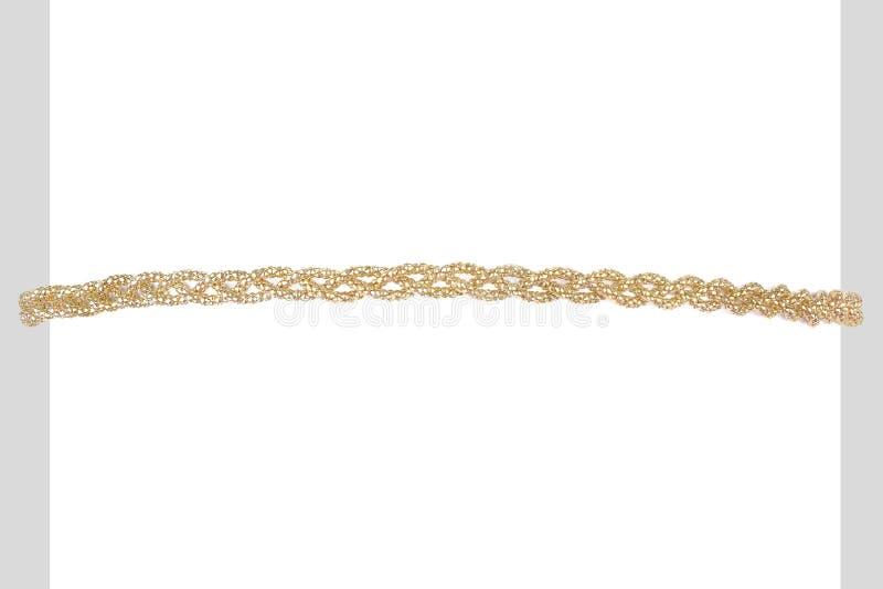Gebogenes goldenes metallisches Stirnband hergestellt von den mehrfachen gesponnenen goldenen Fasern, auf einem weißen Zylinder,  stockfotos