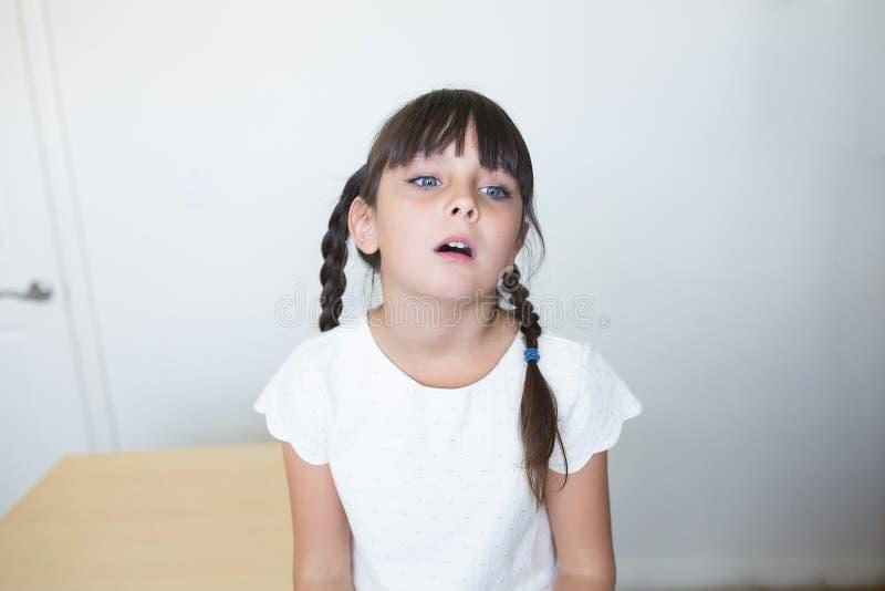 Gebohrtes kleines Mädchen stockbild