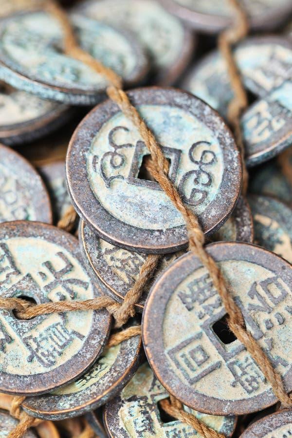 Gebonden antieke Chinese muntstukken op Panjiayuan-Markt, Peking, China royalty-vrije stock afbeeldingen