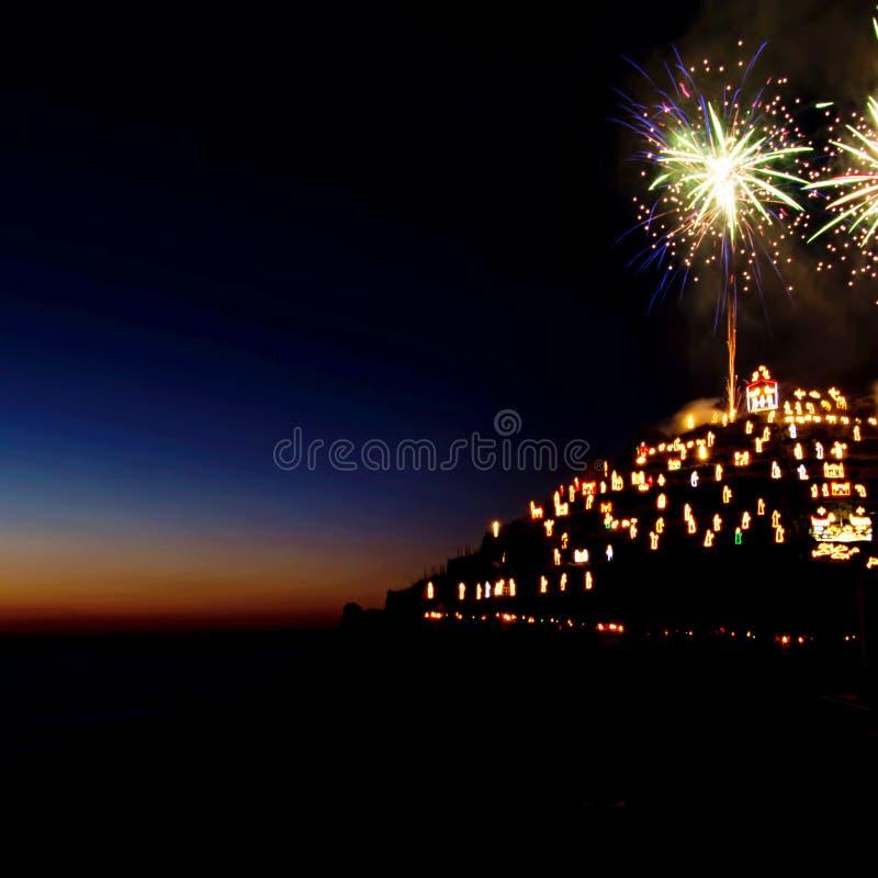Geboorte van Christusscène die met vuurwerk openen - Manarola, Cinque Terre, Italië stock afbeeldingen
