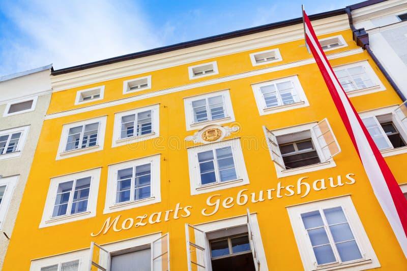 Geboorteplaats van beroemde componist Wolfgang Amadeus Mozart in Salzburg, Oostenrijk royalty-vrije stock fotografie