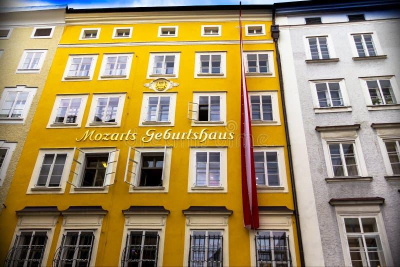Download Geboorteplaats Van De Beroemde Componist Wolfgang Amadeus Mozart In Salzburg, Oostenrijk Redactionele Foto - Afbeelding bestaande uit building, cultuur: 114227096